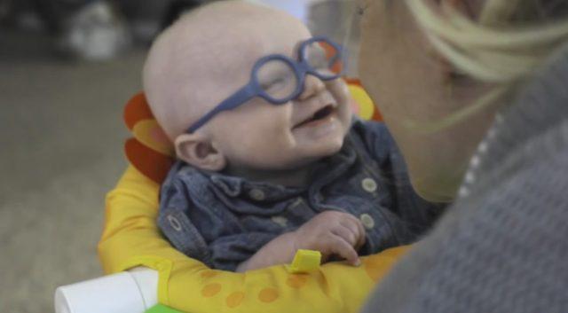 Mały Leopold po raz pierwszy zobaczył mamę [VIDEO]