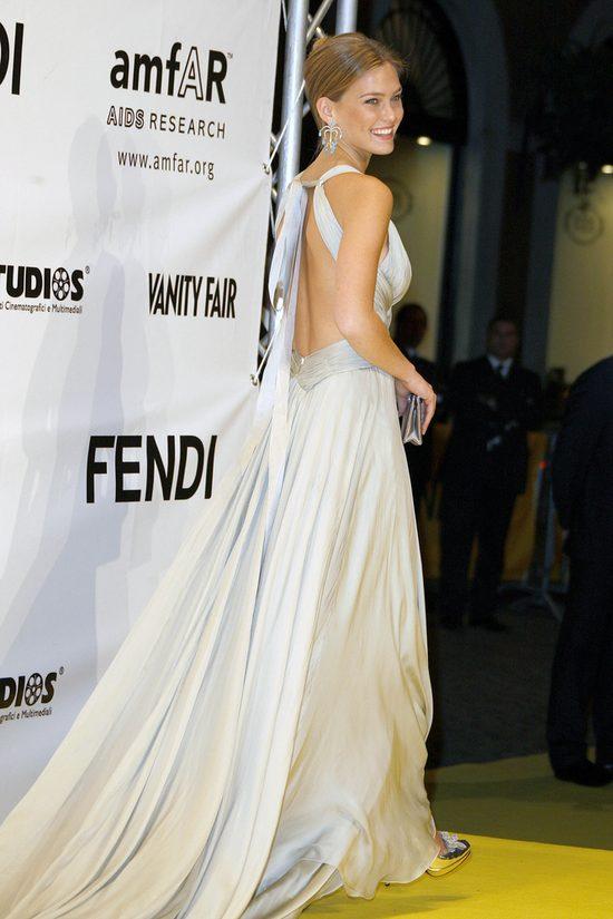 Bar Refaeli pokazała swoją suknię ślubną (Instagram)