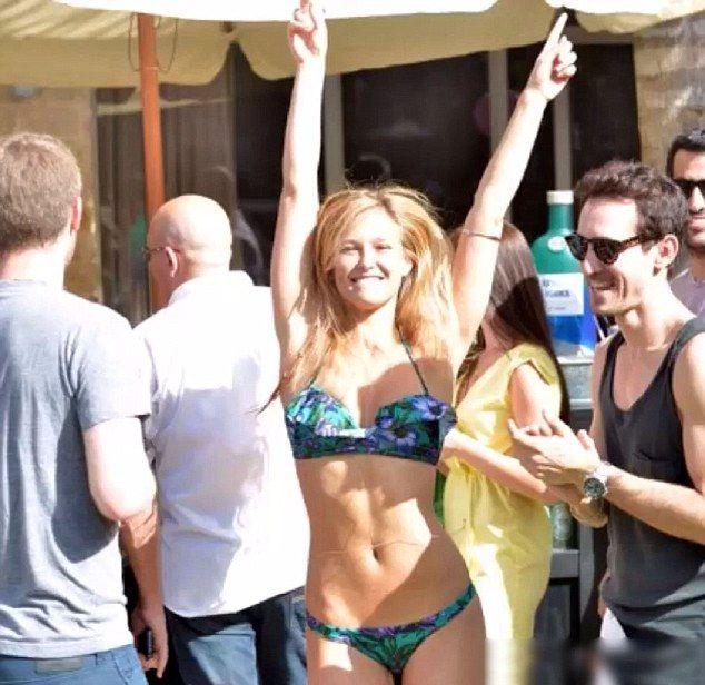 Bar Refaeli przygotowała gorąca niespodziankę (VIDEO)