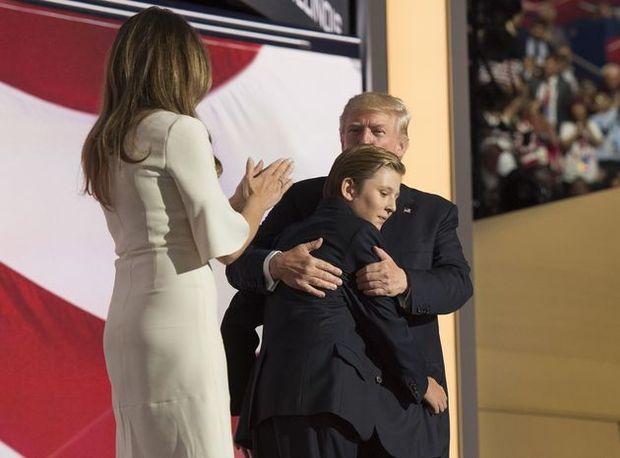 Dlaczego Barron Trump zachowuje się tak dziwnie? Chłopczyk jest ciężko chory?