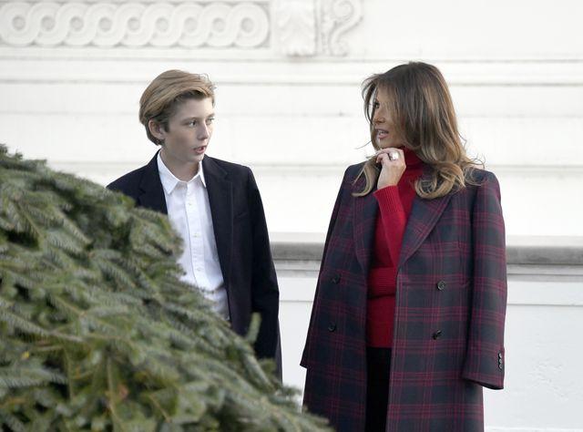 Barron Trump z kamienną twarzą wziął udział w świątecznych ceremoniach (ZDJĘCIA)