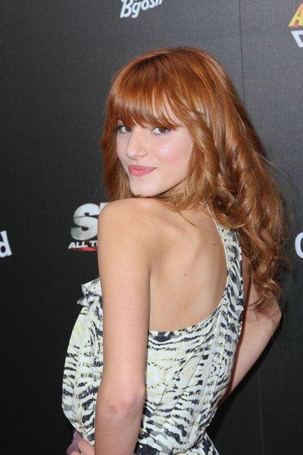 Bella Thorne, rude włosy
