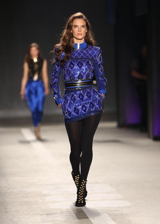 Alessandra Ambrosio na pokazie Balmain dla H&M.