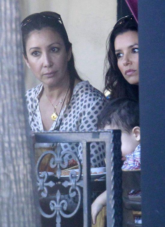 Eva Longoria na lunchu z siostrą i przyjaciółmi