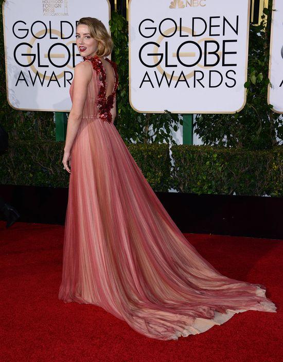 Amber Heard w różowej sukni na rozdaniu Złotych Globów 2016
