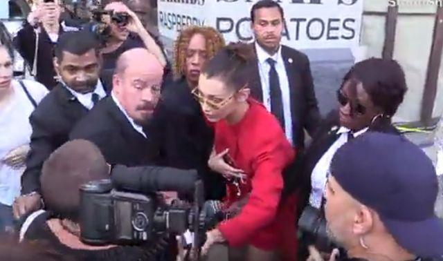 MOCNO wkurzona Bella Hadid w obronie paparazzi (VIDEO)