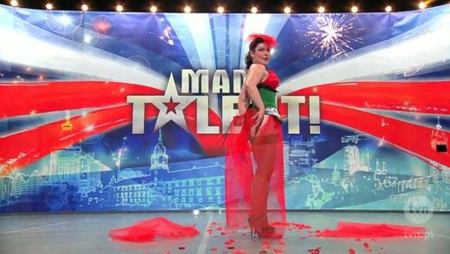 Betty Q rozebrała się na scenie Mam talent (FOTO)