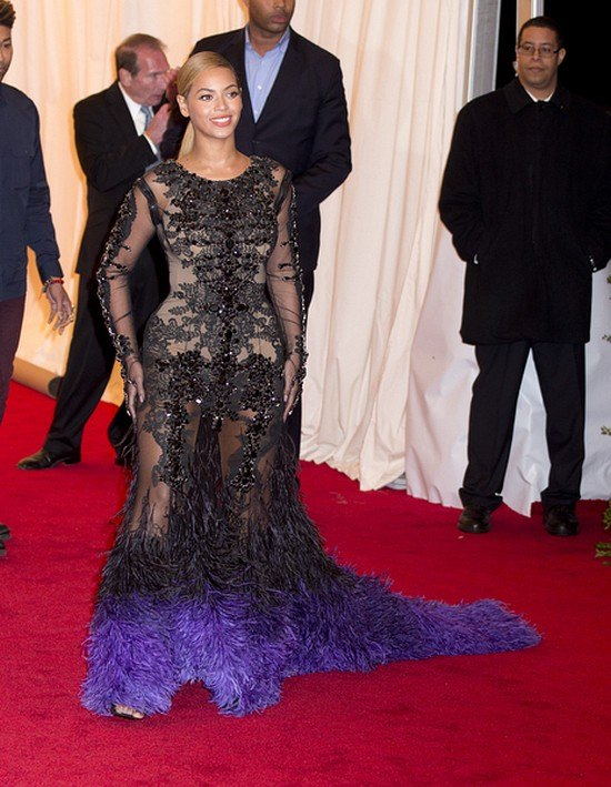 Beyonce: Zrzuci�am 27 kilo! Jad�am sa�at�!