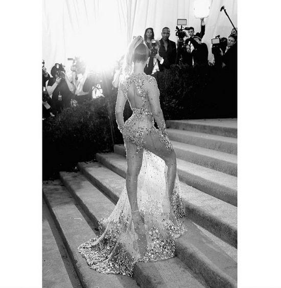 Khloe Kardashian nie pozazdro�ci�a pupy Kim, a...