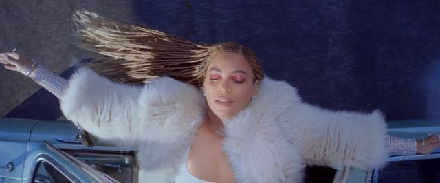 SNL: �miej� si� z Beyonce, �e znowu jest czarna! (VIDEO)