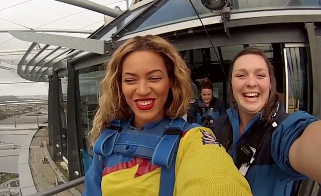 Beyonce skoczy�a z wysoko�ci 180 metr�w! (VIDEO)