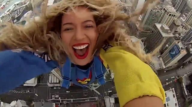 Beyonce skoczyła z wysokości 180 metrów! (VIDEO)