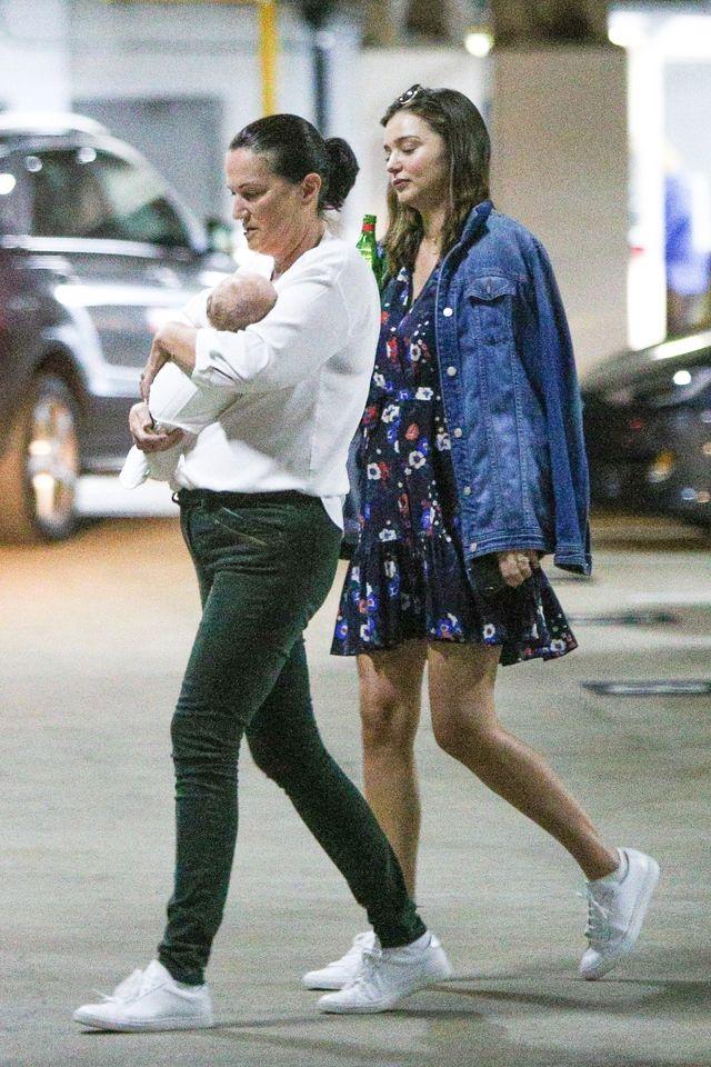 Miranda Kerr jedzie z tygodniowym synem do lekarza (ZDJĘCIA)