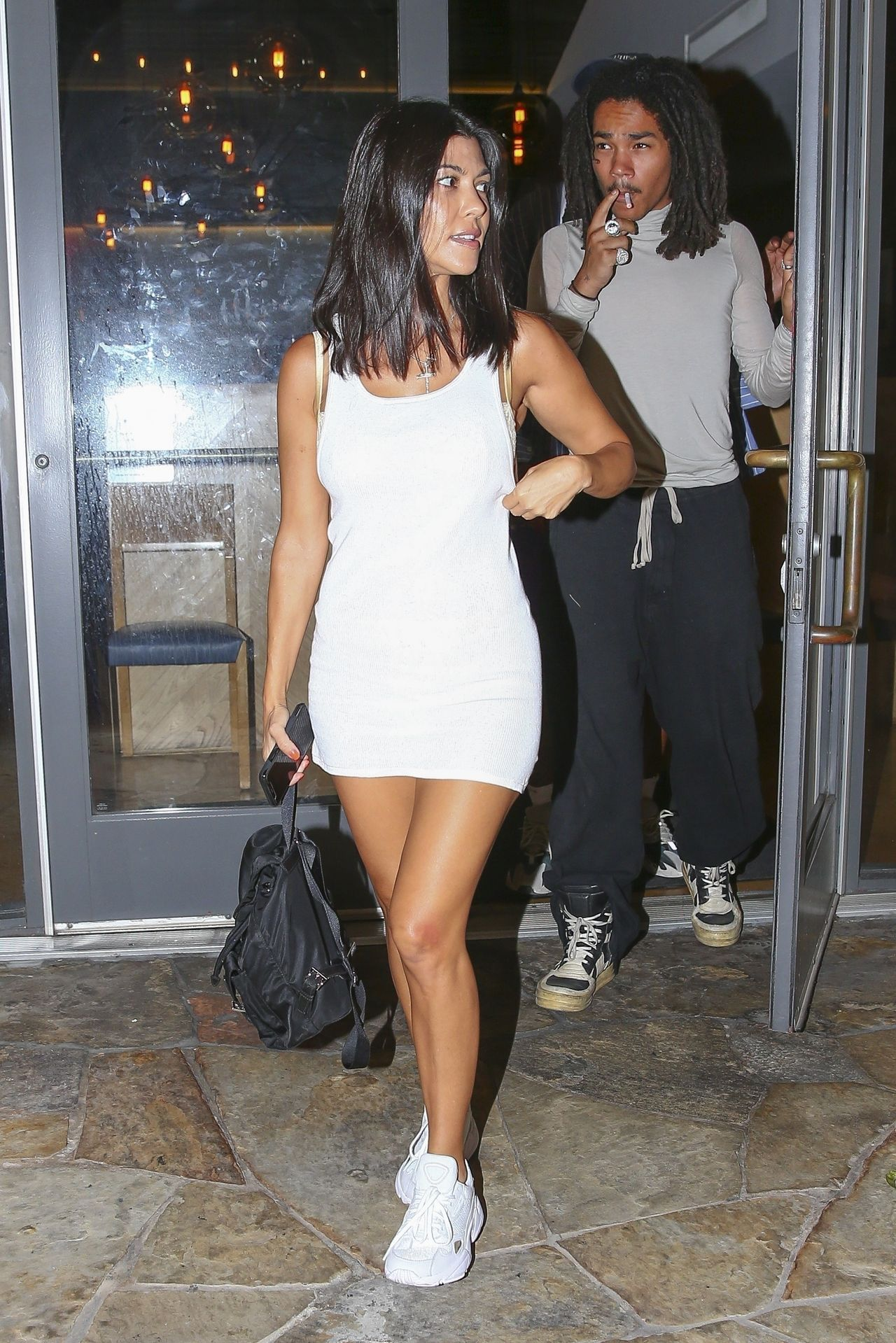 39-letnia Kourtney Kardashian i 20-letni model, Luka Sabbat na kolacji (ZDJĘCIA)