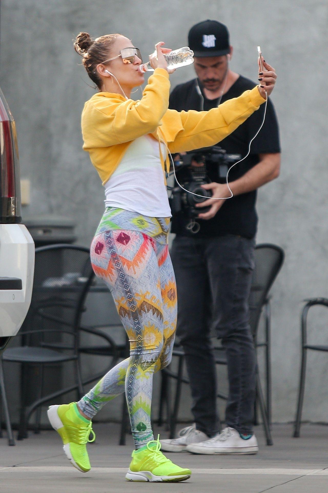 Jennifer Lopez w legginsach pokazuje, gdzie ma kanony piękna (ZDJĘCIA)