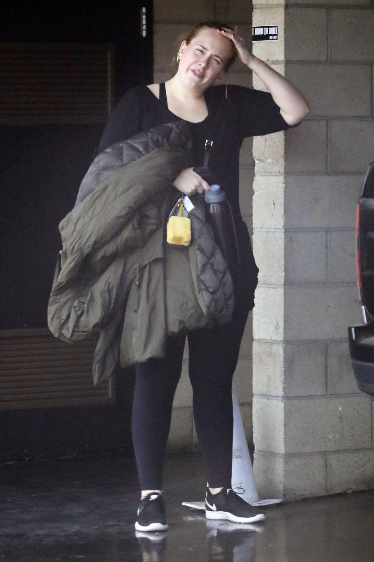 Adele bez makijażu wychodzi z siłowni (ZDJĘCIA)