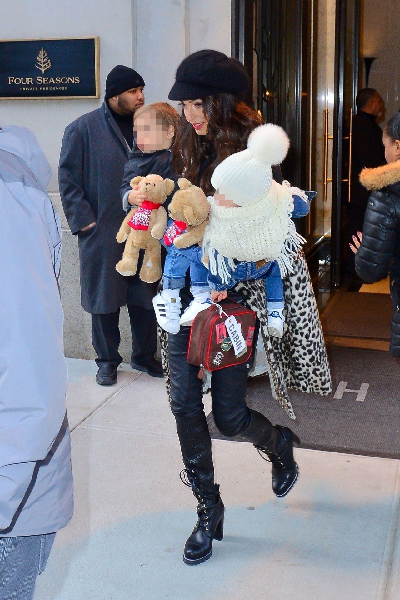 Amal Clooney z Ellą i Alexandrem - dzieci George'a są już takie duże! (ZDJĘCIA)