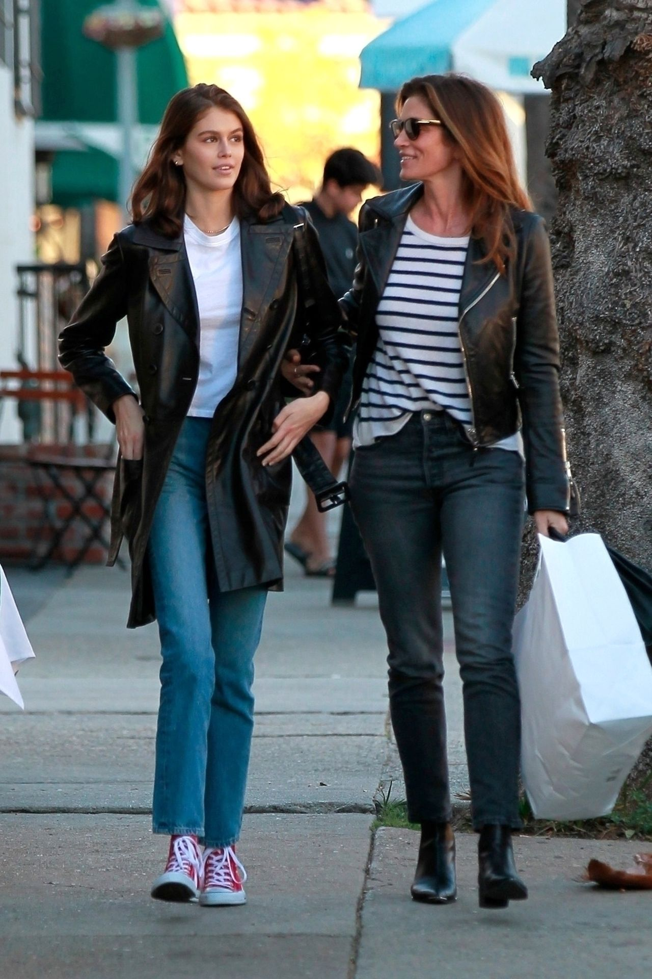 17-letnia Kaia Gerber z mamą, Cindy Crawford na zakupach (ZDJĘCIA)
