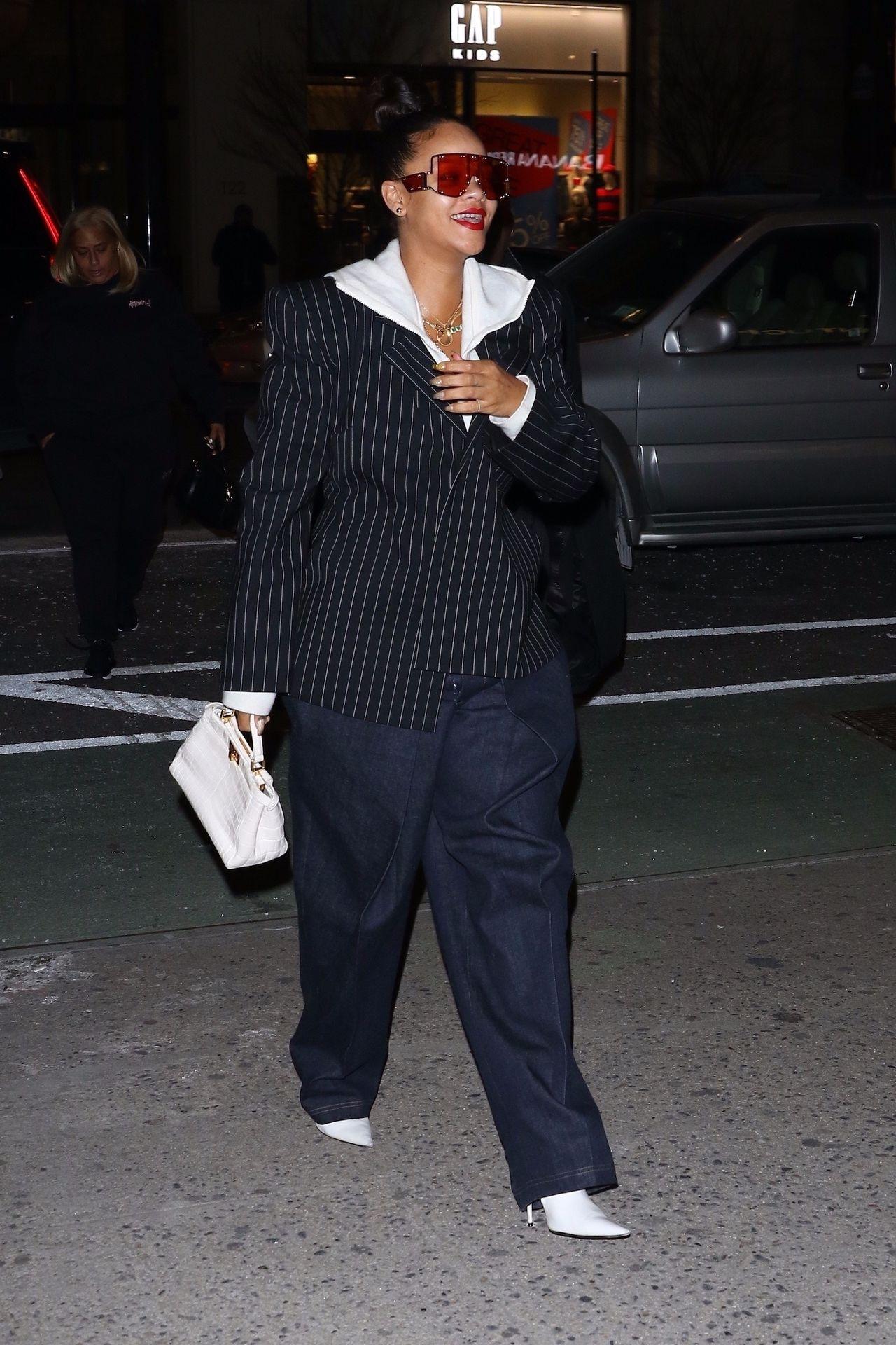 Rihanna założyła najbrzydsze spodnie świata - wygląda strasznie! (ZDJĘCIA)