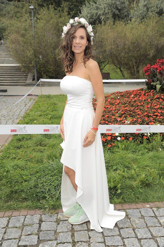 Gwiazdy w sukniach ślubnych w dorocznym biegu charytatywnym