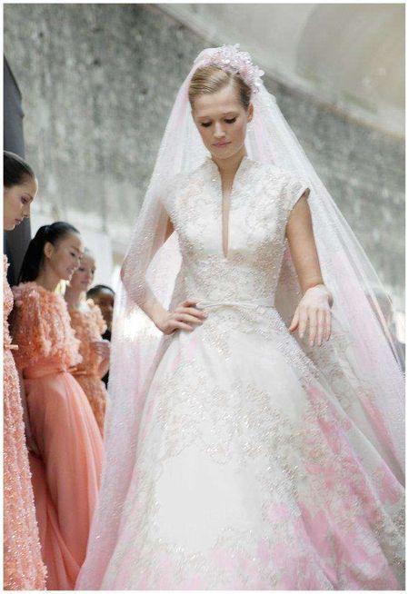 Jessica Biel poluje na suknię ślubną?