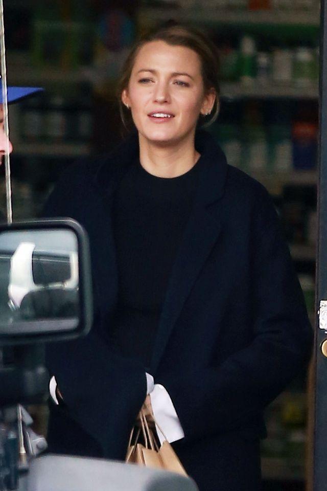 Blake Lively niemal bez makijażu - wygląda jak superstar? (ZDJĘCIA)