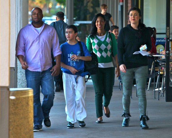 Syn Michaela Jacksona nie rozstaje się z ochroną (FOTO)