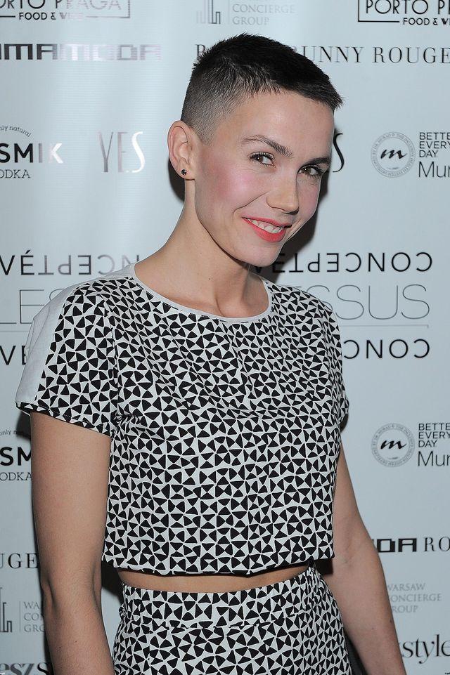 Olga Bołądź pierwszy raz w nowej fryzurze na salonach (FOTO)