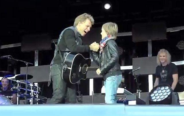 Bon Jovi zaśpiewał z fanem (VIDEO)
