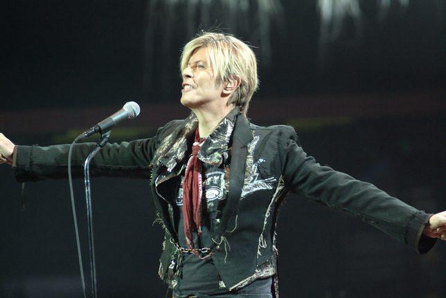 Podczas ostatniego publicznego wystąpienia David Bowie upadł