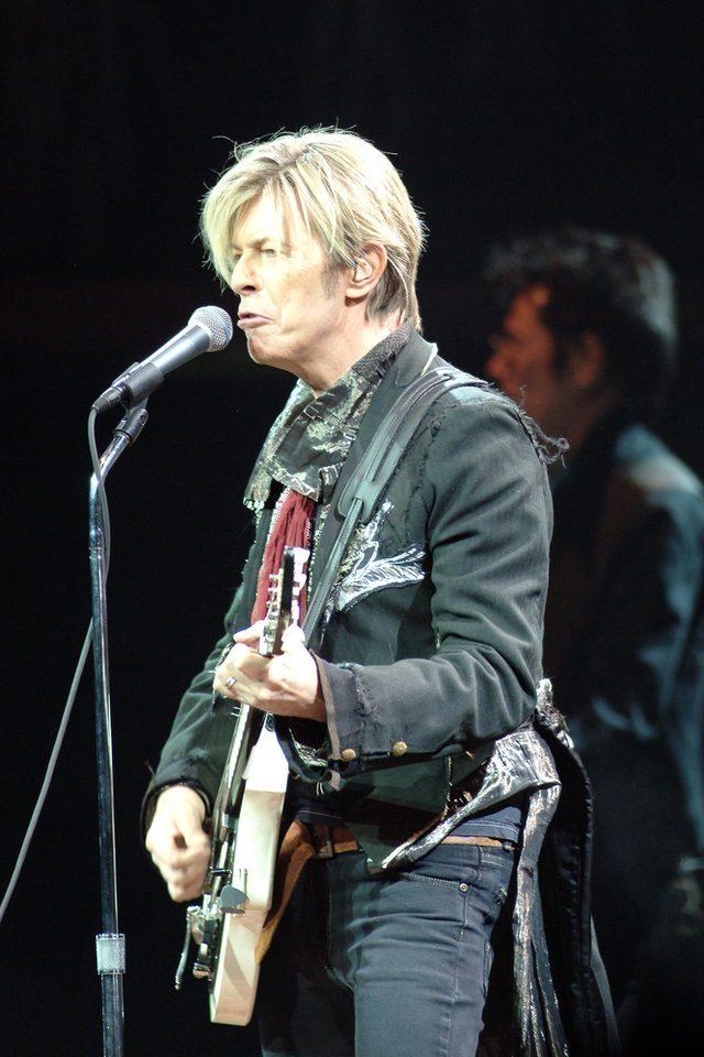 Gdy ostatni raz pokazal się publicznie, David Bowie upadł