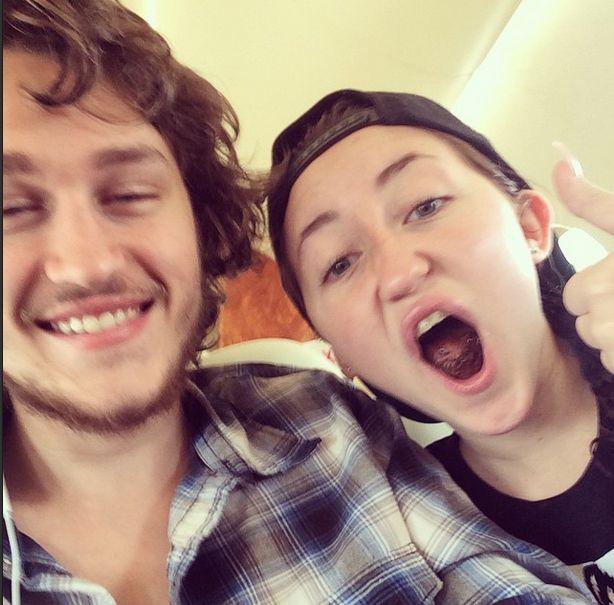 Nie zgadniecie, z kim spotyka się brat Miley Cyrus