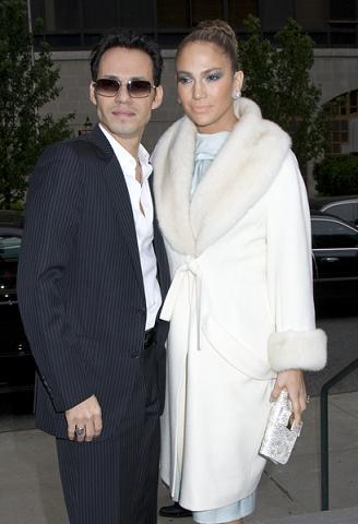 Co Jennifer Lopez zrobiła z twarzą?