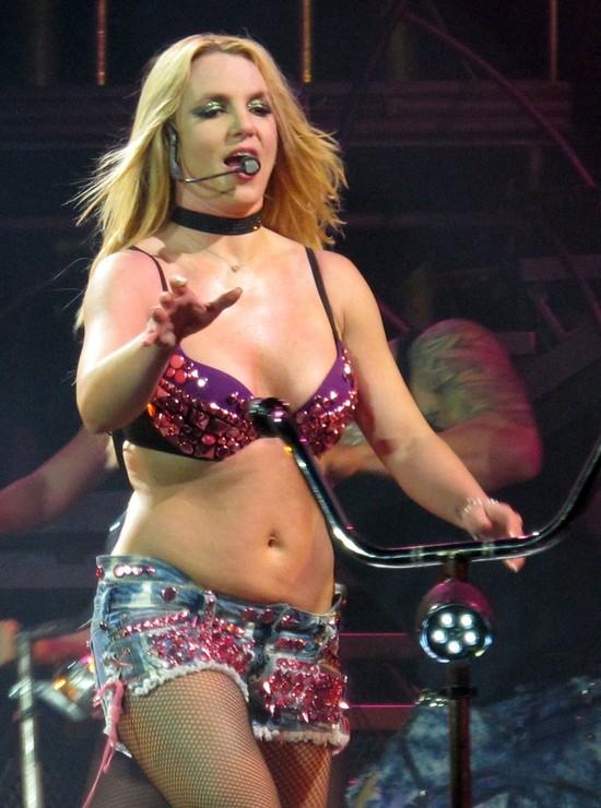 Britney Spears na okładce Shape (FOTO)