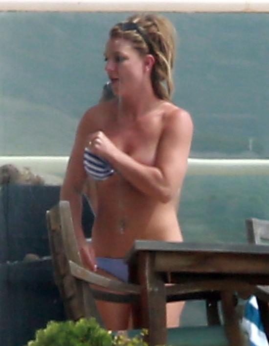 Britney Spears pokazała zgrabny brzuszek (FOTO)