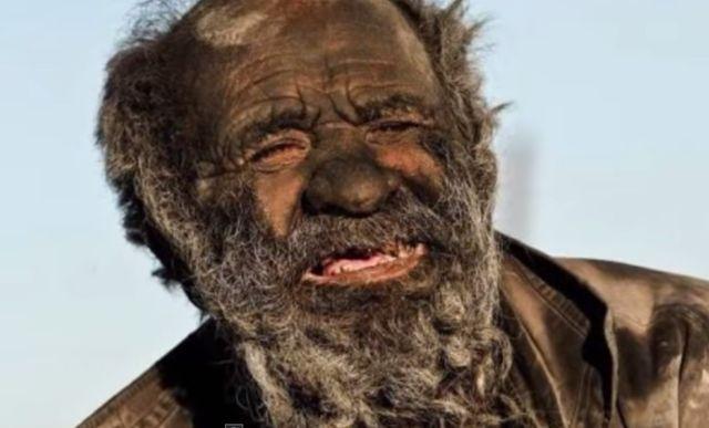 Ten m�czyzna nie myje si� o 60 lat!