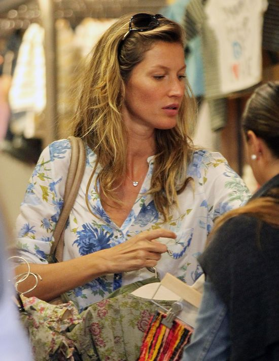 Zakupy z Gisele Bundchen jak spacer po wybiegu (FOTO)