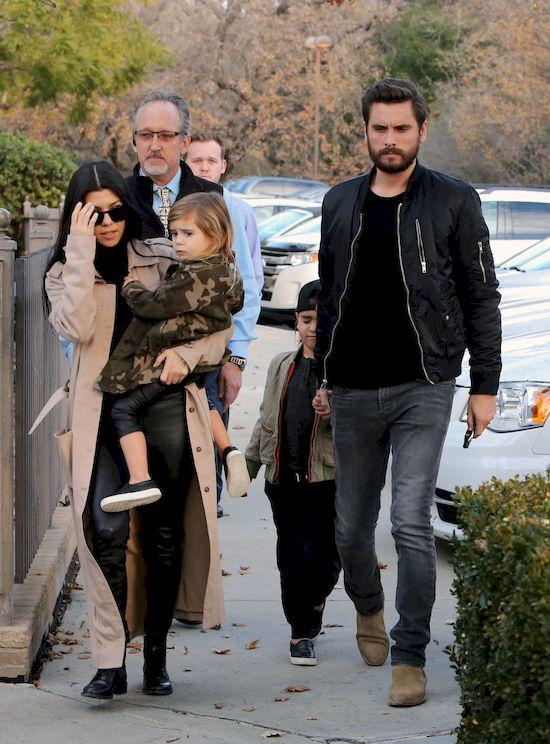 Związek Kourtney Kardashian i Scotta Disicka jest jednym z najgłośniejszych w amerykańskim show-biznesie.  Para już całkowicie przestała się do siebie odzywać, po tym, jak były partner celebrytki zaczął być agresywny i chorobliwie zazdrosny. Siostra Kim Kardashian zadecydowała dodatkowo, że dla bezpieczeństwa dzieci lepiej będzie... odsunąć ich ojca od siebie. W jaki sposób?