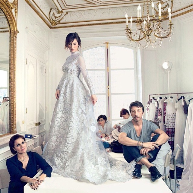 Sophie Hunter, żona Benedicta Cumberbatcha w kreacji od Valentino, fot. z Instagrama domu mody, Annie Leibovitz dla Vogue