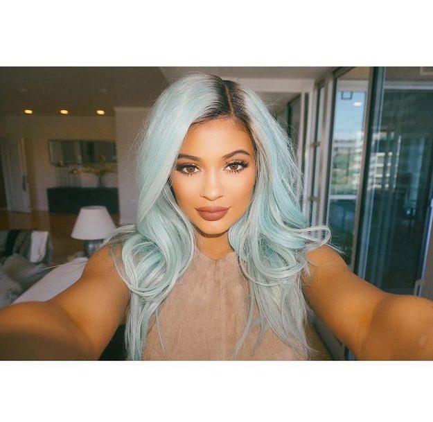 Kylie Jenner w niebieskich włosach