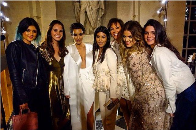 Impreza przedślubna Kim Kardashian - rodzinne zdjęcie