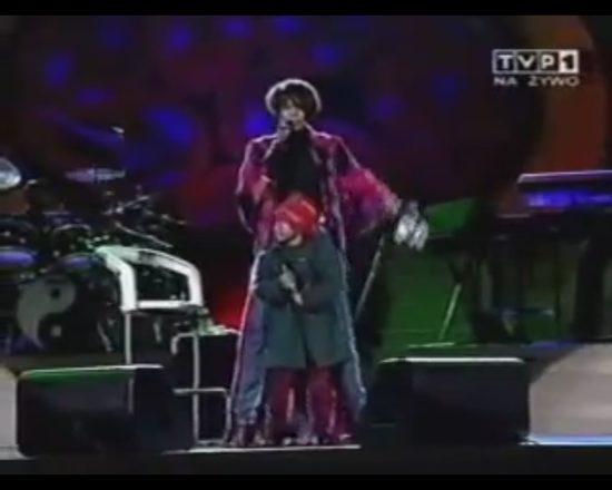5-letnia Bobbi Kristina z mamą na scenie w Sopocie [VIDEO]