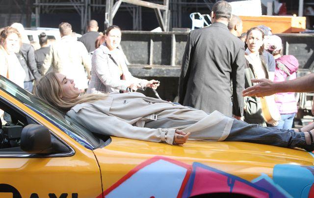 Cara Delevinge zrobi�a zamieszanie na Mantattanie (FOTO)