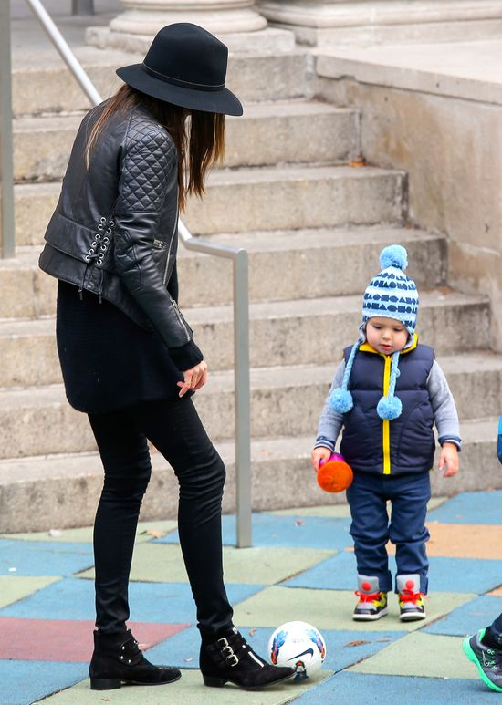 Miranda Kerr na ustawce z synkiem