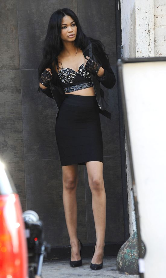 Ta modelka Victoria's Secret ma nogi do nieba! (FOTO)