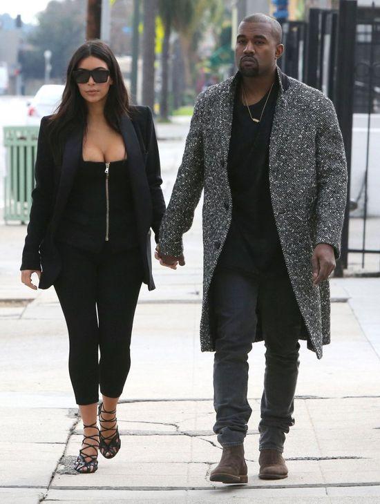 Charlie Sheen przeprasza za tłustą d*pę Kim Kardashian
