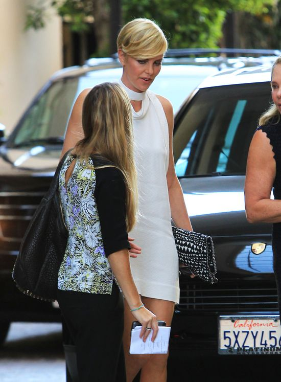 Co chciała ukryć Charlize Theron? (FOTO)