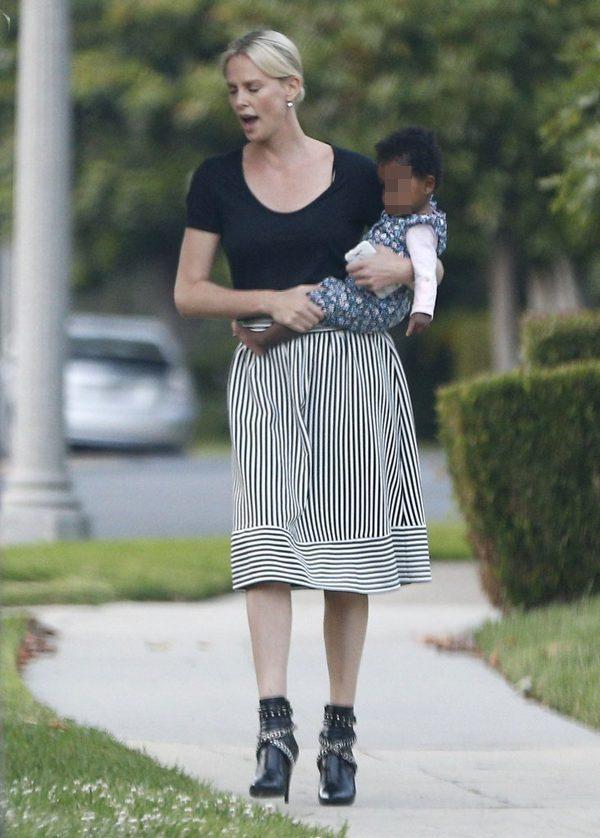 Charlize Theron z synem i córką (FOTO)