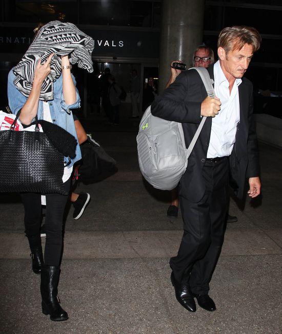 Charlize Therone ukrywa siniaki na twarzy? (FOTO)