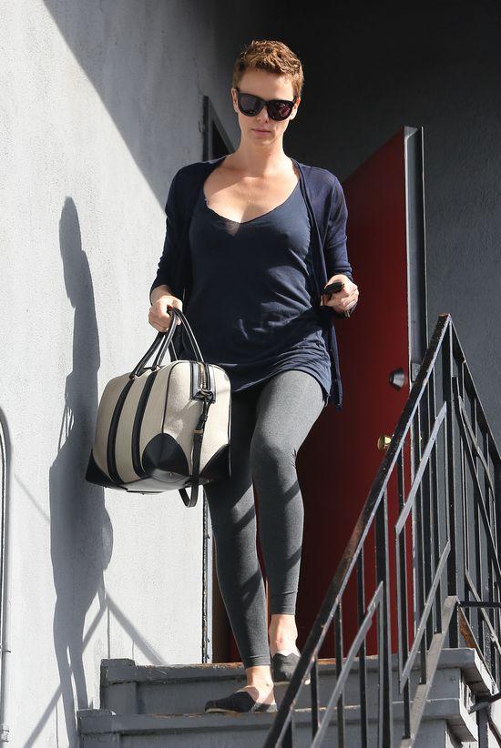 Charlize Theron ma nową fryzurę (FOTO)